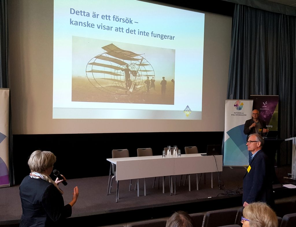 Jan Liliemark från SBU (Statens beredning för medicinsk och social utvärdering) frågas ut efter sin föreläsning om värdering av effektivitet i klinisk vardag.