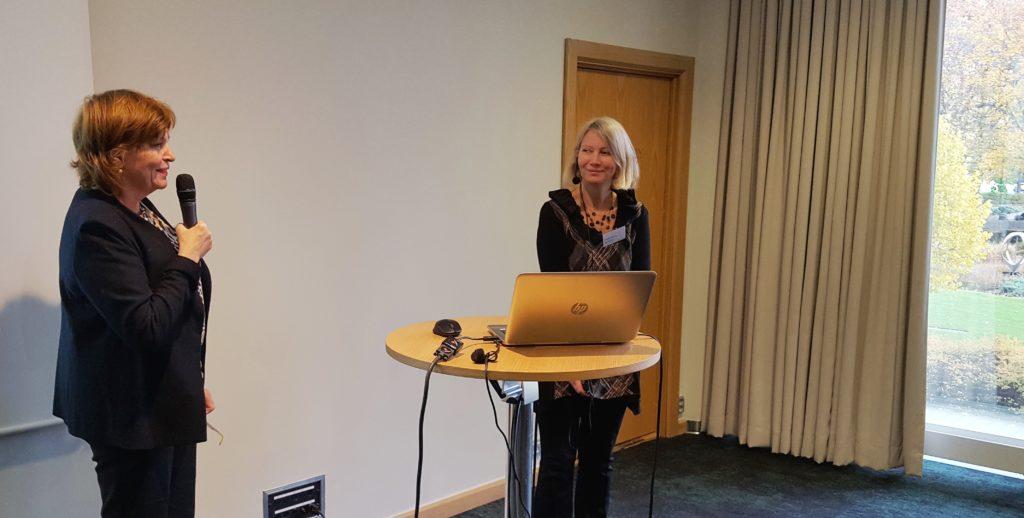 Moderator Karin Christensson presenterar Evalill Nilsson.
