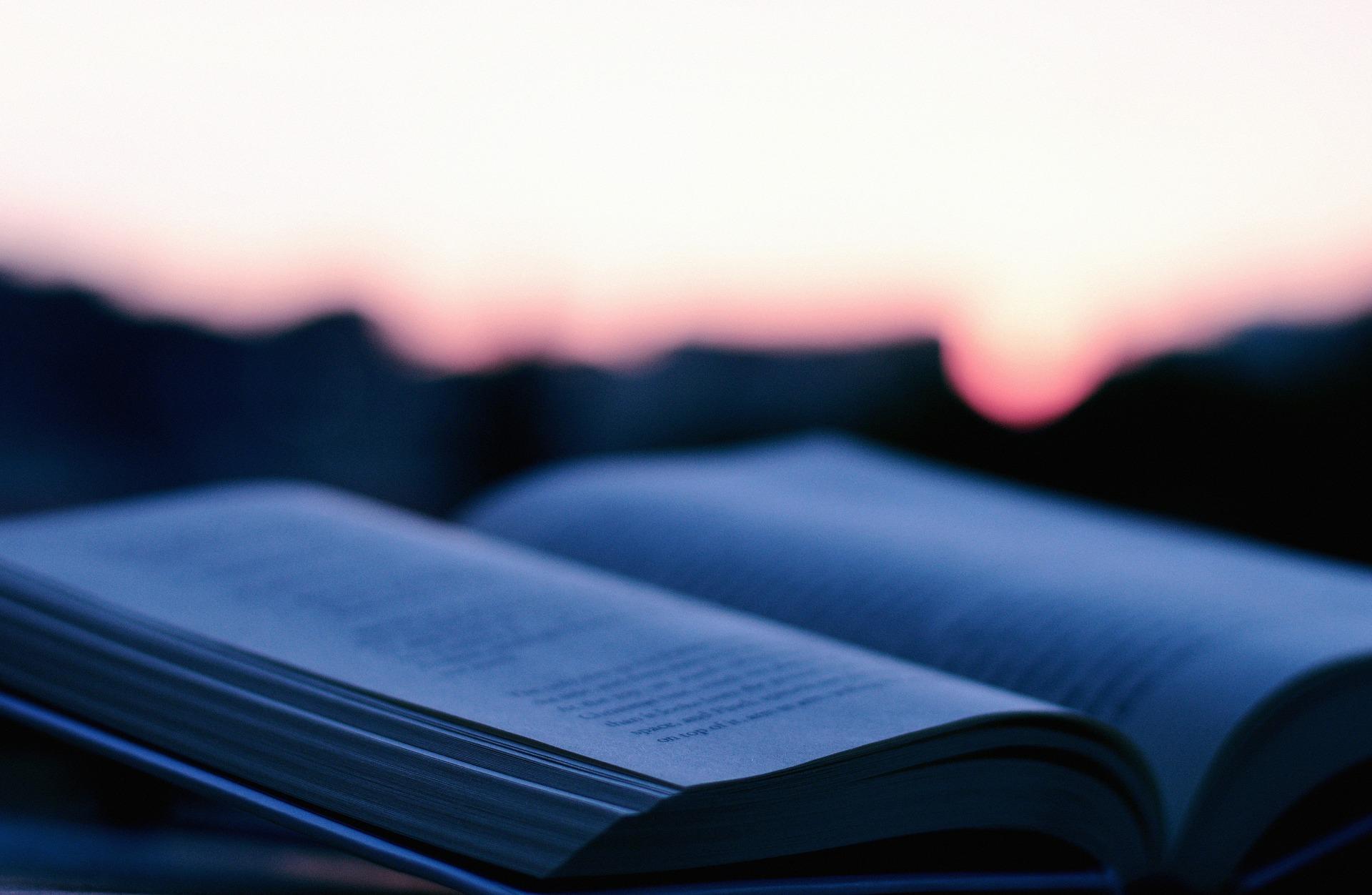 Blå bakgrundsbild, bok
