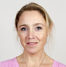 Suzana Selan i profilbild iförd rosa topp och halsband. Suzana ler.