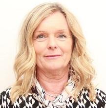 rofilbild på Susanne Albrecht. susanne har långt, blont hår och svartvit blus.