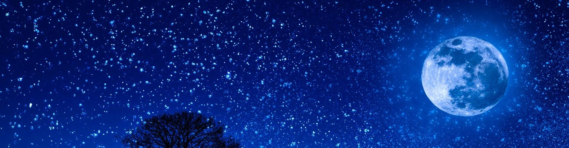 Blå natthimmel med stjärnor och måne.