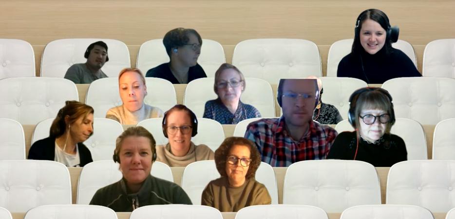 Webbkamerabilder på deltagare på AIS (The Abbreviated Injury Scale)-kursen inklippta mot bakgrund med läktarplatser.